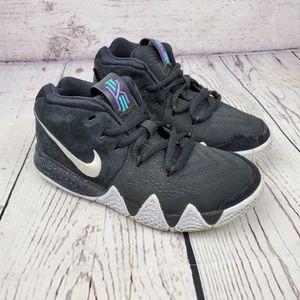 Nike Kyrie 4 Boys Sneakers